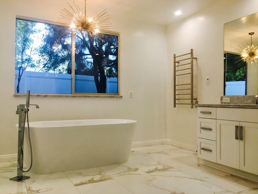 Encino_Master_bathroom-3